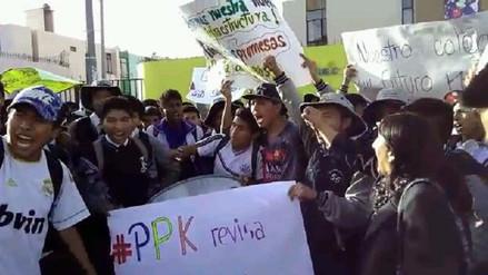 Alumnos de colegio Honorio Delgado exigen culminar obras en su institución