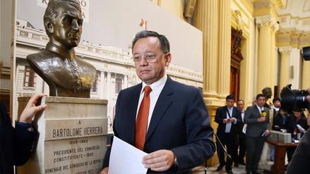 El contralor envió una carta notarial a Carlos Álvarez y le pidió que no lo imite