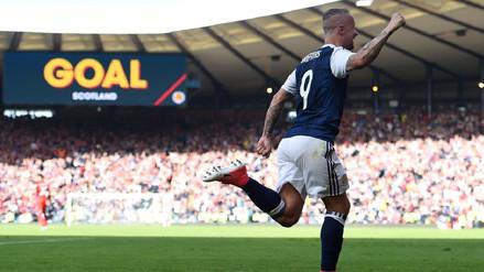Escocés marcó dos goles de tiro libre a Inglaterra en 3 minutos