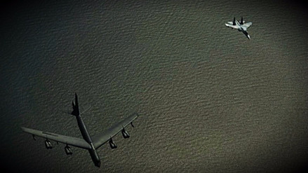 El Pentágono mostró cómo sus bombarderos fueron interceptados por un caza ruso
