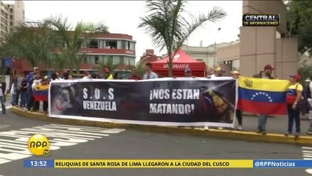 Venezolanos protestan contra Nicolás Maduro en el Parque Kennedy