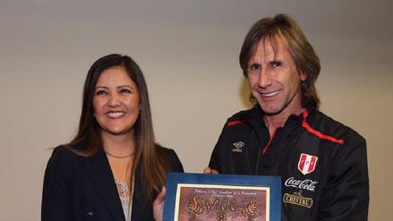 Gobernadora regional de Arequipa hizo sonrojar a Ricardo Gareca con recuerdo