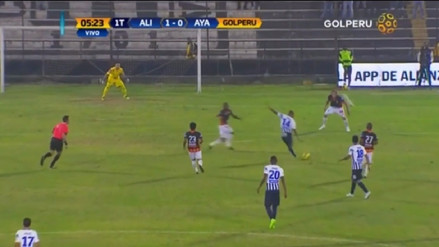 Luis Ramírez anotó un golazo de larga distancia para Alianza Lima