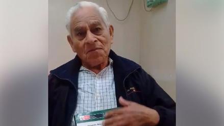 Un anciano de 80 años cumplió su sueño y retomó sus estudios escolares