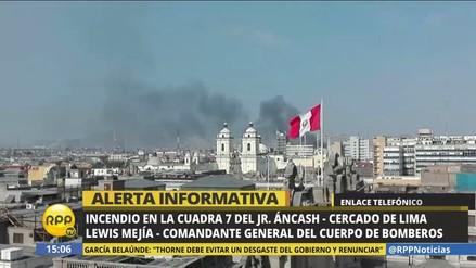 Bomberos controlan incendio en galería Bellas Artes del Centro de Lima