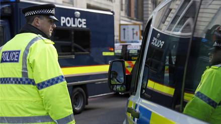 Un hombre que portaba un cuchillo fue detenido cerca del Parlamento británico