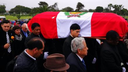 Luis Abanto Morales: familiares y amigos le dieron el último adiós