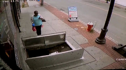 Facebook | Mujer cayó a un sótano de la calle mientras miraba su teléfono