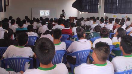 Escolares de Reque reciben charlas sobre mal uso de redes sociales