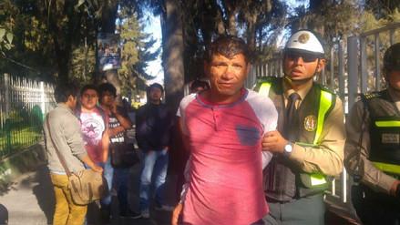 Estudiantes capturan a delincuente en parque Universitario