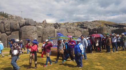 Protesta de profesores llegó a Saqsayhuamán y ahuyentó a turistas