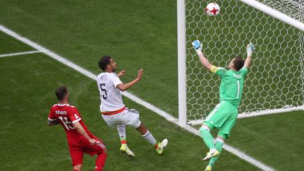 El mexicano Araujo anotó un golazo de cabeza ante el anfitrión Rusia
