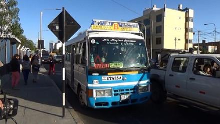 Indecopi advierte multas para transportistas que no respetan el medio pasaje