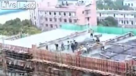 YouTube | Un edificio se derrumbó mientras obreros trabajaban