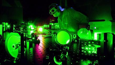 Científicos crean una luz tan brillante como mil millones de soles