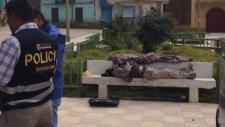 Hallan muerto a guía turístico en banca pública de Jauja