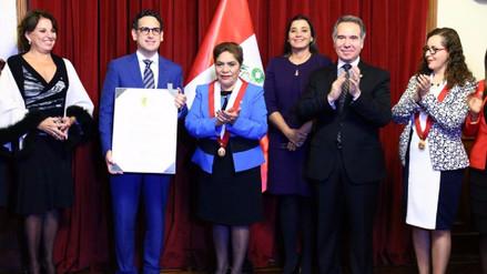 Juan Diego Flórez fue condecorado por el Congreso de la República