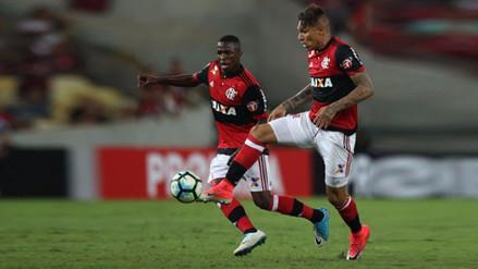 Paolo Guerrero dio un pase de taco en la victoria de Flamengo sobre Santos