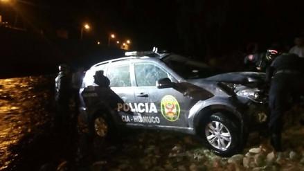 Dos policías heridos tras caída de patrullero a Río Higueras