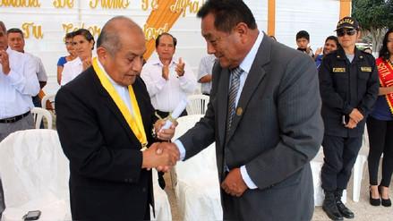 Entregan reconocimiento a RP Luis Santamaría por sus 32 años como párroco