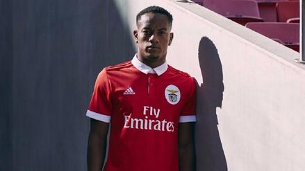 André Carrillo es imagen de la nueva camiseta del Benfica de Portugal