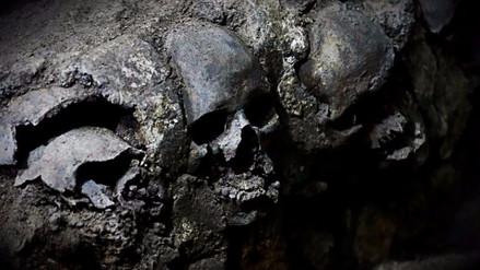 Arqueólogos mexicanos hallan cráneos de mujeres y niños en construcción azteca
