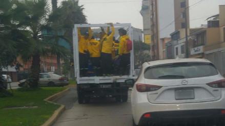 Magdalena: Trabajadores son llevados en tolva de vehículo