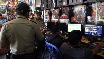 Multan cabinas de internet por ingreso de escolares en hora de clases