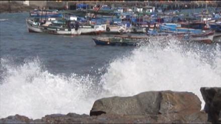 Cierran puertos de Arequipa por oleajes anómalos