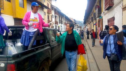 Ganaderos cajamarquinos realizan marcha y regalan leche fresca