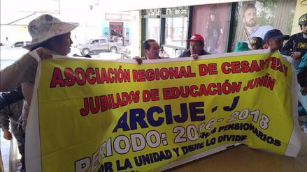 Huancayo: cesantes marchan en el Día del Maestro