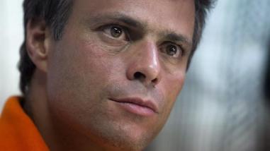 Leopoldo López salió de la cárcel y pasó a estar bajo arresto domiciliario