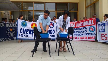 Piden renuncia de ministra de Salud durante 'lavado de mandiles' en Piura