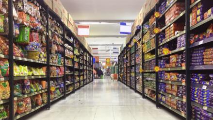 Peruanos piden controlar la publicidad de alimentos dirigida a menores