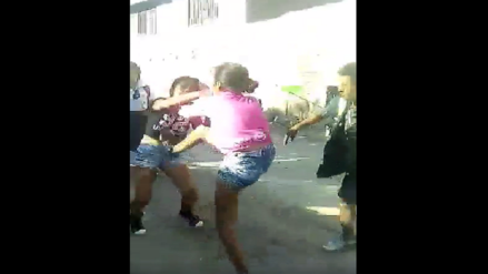 Chiclayo: Estudiantes fueron grabadas mientras peleaban por enamorado