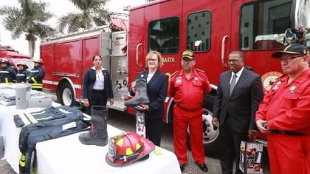 Donan equipos valorizados en 45 mil dólares a los bomberos