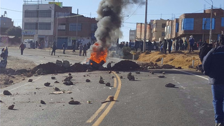 Sutep Puno inició huelga nacional indefinida con bloqueo de vías