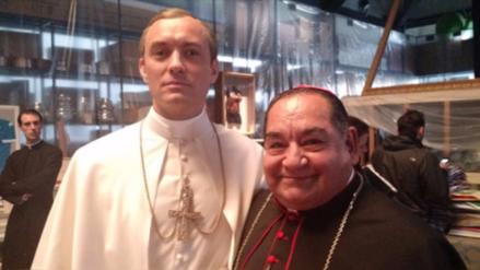 Jude Law felicitó a Ramón García por su participación en 'The Young Pope'