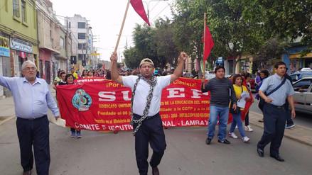 Masiva marcha de protesta realizan maestros  lambayecanos