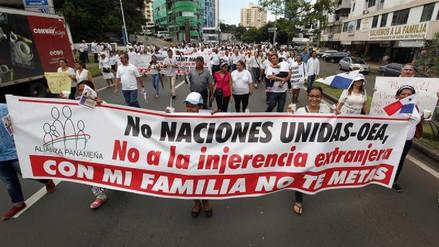 """Miles de panameños marcharon en defensa de la """"familia tradicional"""""""
