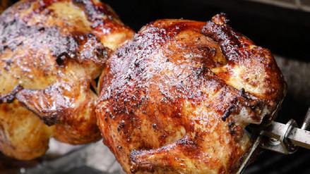 El pollo a la brasa es nutritivo, no es 'chatarra'