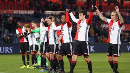 Feyenoord goleó 10-1 en un amistoso con Renato Tapia en el campo