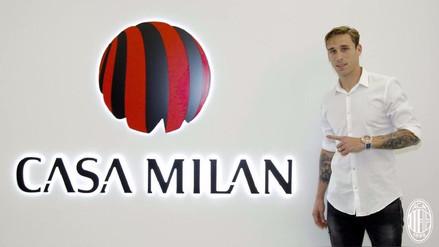 Lucas Biglia fue presentado como refuerzo del AC Milan