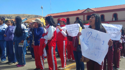 Escolares puneños marcharon en respaldo a docentes por huelga indefinida