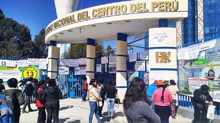 Alumnos toman Universidad Nacional del Centro por falta de docentes y aulas