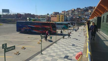 Suspenden salida de buses a Lima por bloqueo de carretera