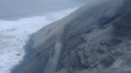 Dos camiones quedaron sepultados tras sismo en Arequipa