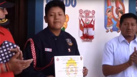 Escolar recibió merecido homenaje al salvar a un niño de tres años