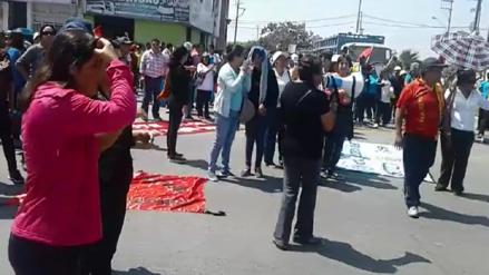 Profesores lambayecanos bloquearon carretera durante segundo día de huelga