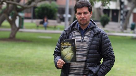 Renato Cisneros escribió inicialmente una saga de la historia de su familia